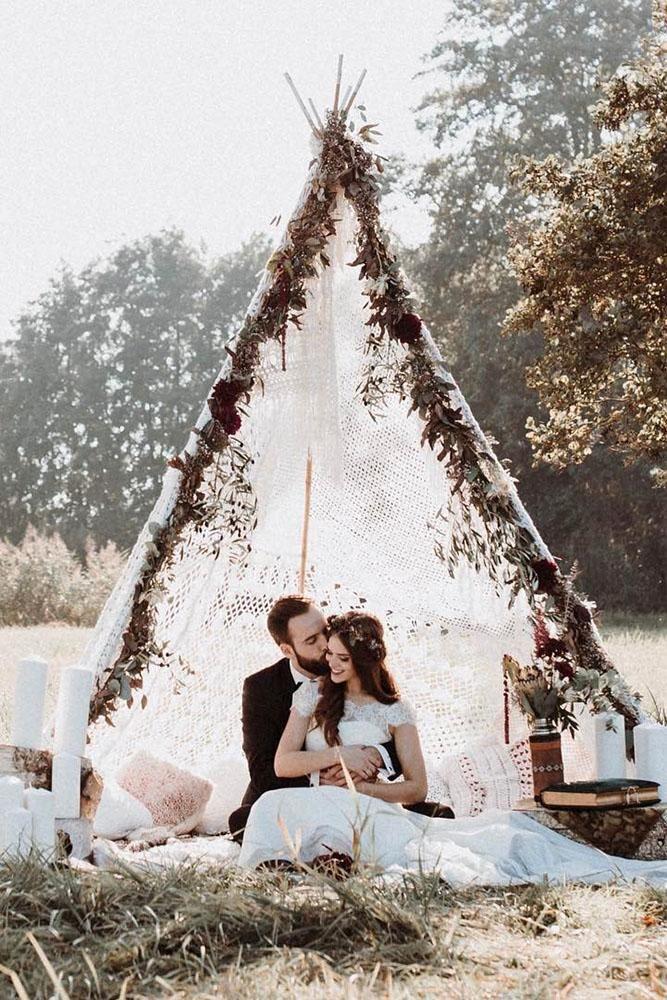 Bohemian Hochzeitsthema Bräutigam und Braut unerwünscht Boho chic Hochzeit Tipi andreasnus …   – window display