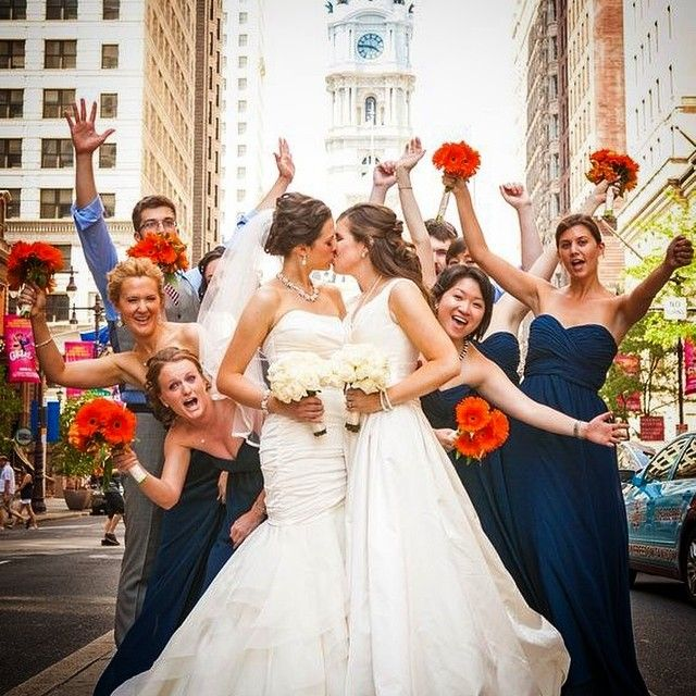 Wedding pictures in a busy city