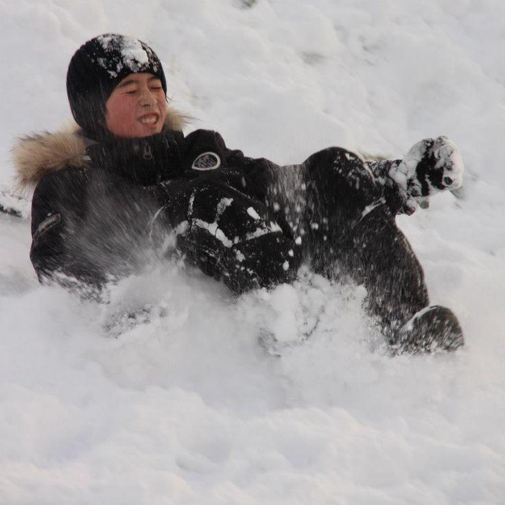 Koen winter 2012 - Den Haag - playing snow