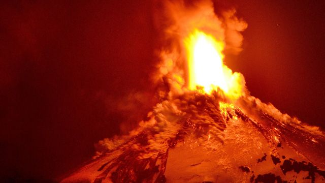 IN PICTURES: Erupting Chilean volcano sends lava spewing into night sky - 9news.com.au