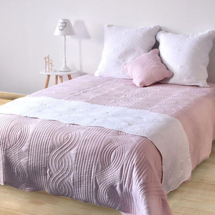 Les 25 meilleures id es concernant couvre lit rose sur for Chemin de table boutis