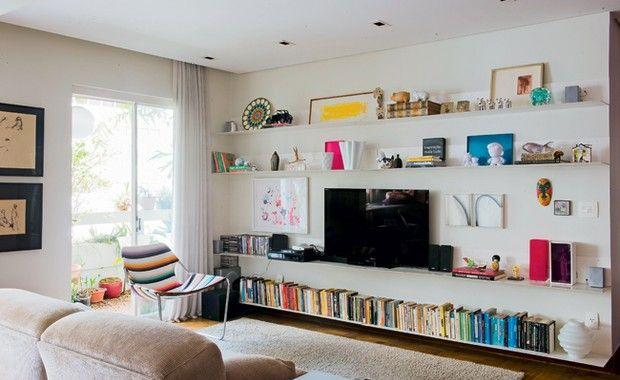 Subir pelas paredes pode ser a solução prática para organizar objetos e ganhar espaço em casa
