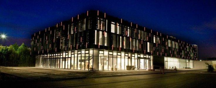 Kulturhuset brønden om aften i Brøndby strand