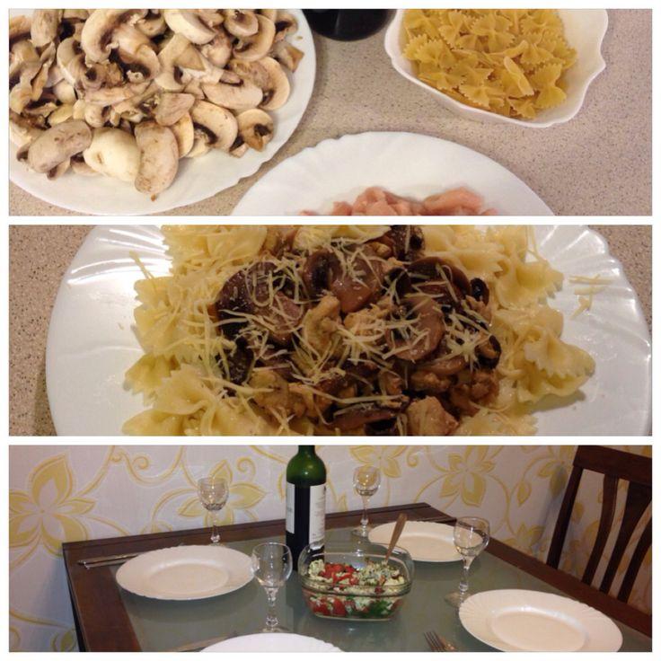Паста с курицей и грибами в винно-горчичном соусе