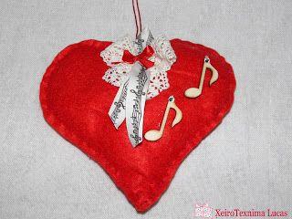 Χειροτεχνημα - Handmade τσόχινη διακοσμητική καρδιά