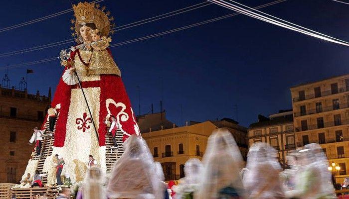 Fallas 2016, en el que se rinde homenaje a la patrona de la ciudad, la Virgen de los Desamparados