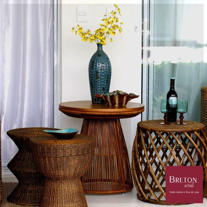 A mesa lateral Roterdã decora muito bem o ambiente externo de qualquer casa. Bater papo com amigos ou aproveitar o ambiente a céu aberto para relaxar nunca ficou tão charmoso. #BretonActual #Breton #Jardim