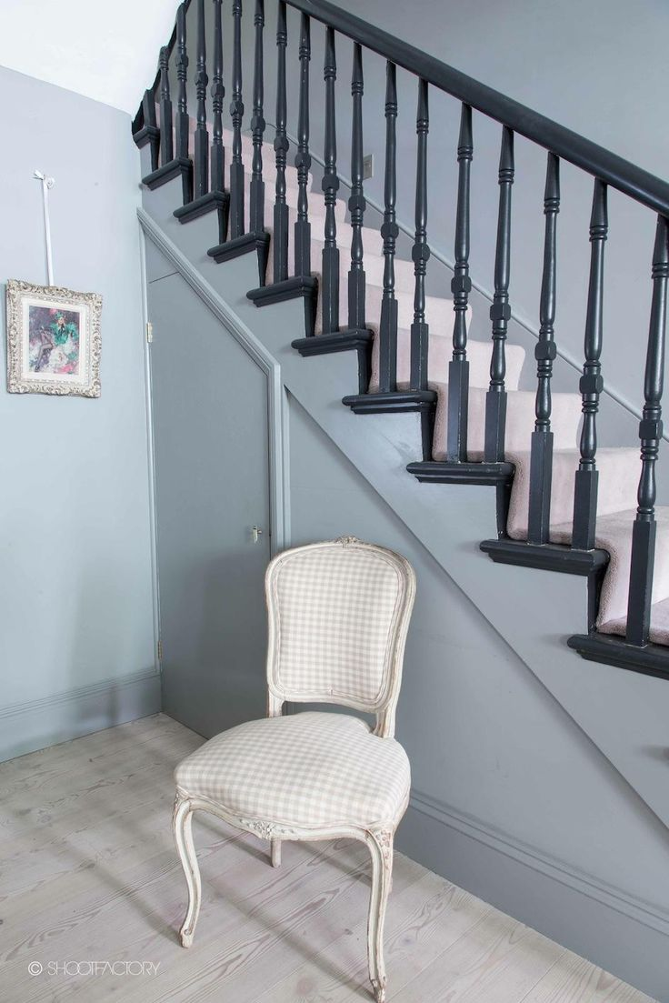 Interesting use of colour on staircase - spindles etc. dark rather than white