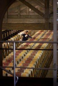 Venez découvrir les chais du Château Latour Martillac en réservant votre visite sur Wine Tour Booking