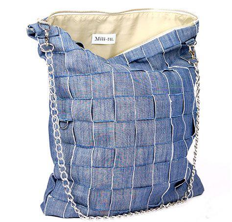"""Duża torba typu """"worek"""" wykonana z jeansu. Wewnątrz podszewka, kieszonka, saszetka i smycz na klucze. Zapinana na suwak. Posiada dodatkowe uchwyty dzięki którym można przepiąć łańcuch i nosić jako mniejszą torbę bądź kopertówkę. Nowoczesna i oryginalna.  Zapraszamy na mili-tu.pl"""