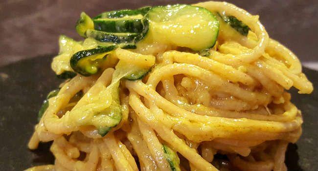 Un classico della cucina italiana, rivisitato in chiave vegan, dalla cremosità e dal profumo unici: oggi in tavola c'è la carbonara senza uova