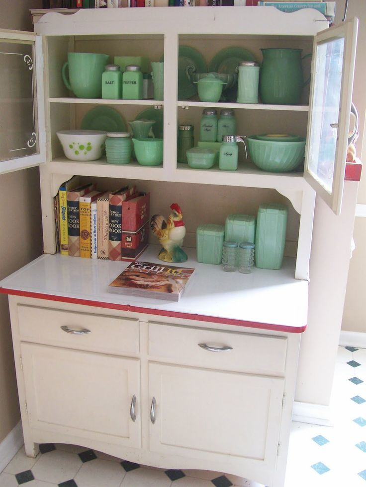 Vintage kitchen cabinet w/ jadeite collection   #kitchen #vintage #retro #cabinet #cupboard #jadeite #green #mint #dishes