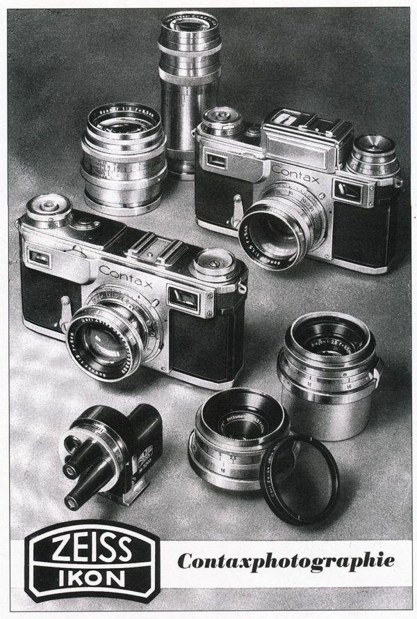 En la portada del catálogo Contaxphotographie aparecen las Contax II y Contax III junto a varios objetivos y accesorios, y entre ellos el visor de torreta multifocal