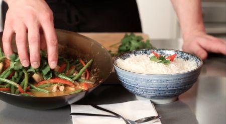 Rode curry met kip en boontjes - Recept - Allerhande