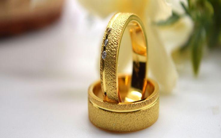Cara Membuat Simbol Atau Kode Yang Tersembunyi di Balik Cincin Perkawinan