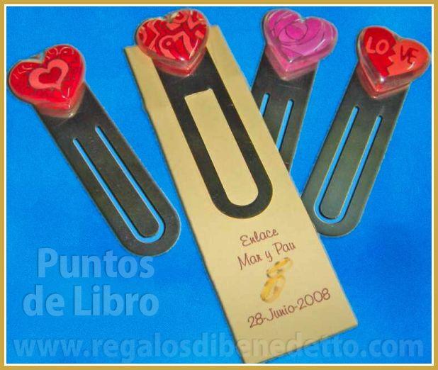 Punto de libro de metal cromado con corazón de metacrilato con dibujos y colores variados. #Detalles #Bodas #Wedding #Details