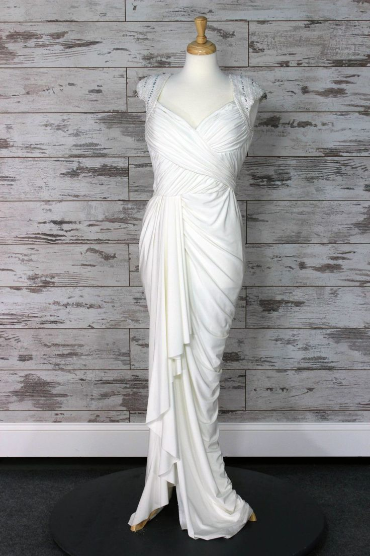 This gorgeous mermaid wedding gown exudes feminine glamour with its form-flattering shape. The flare of the skirt and contoured cut will emphasize ...