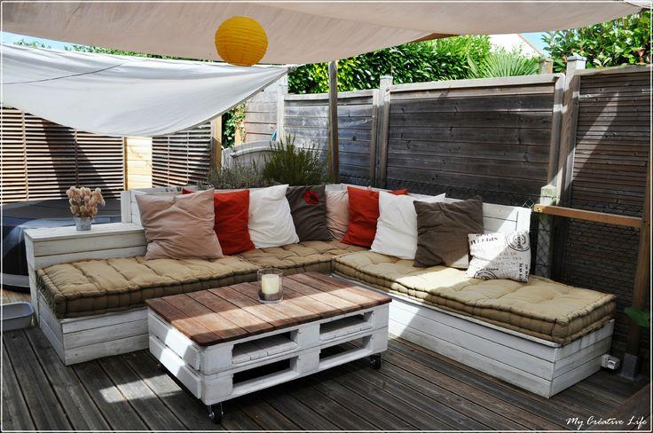 Canapé d'angle extérieur bois et table basse palette