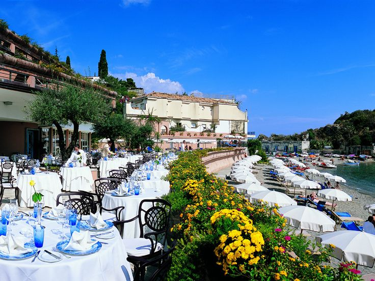 http://www.hotels-platinum.com/gallery/img/mazzaro_ristorante_foto_right.jpg