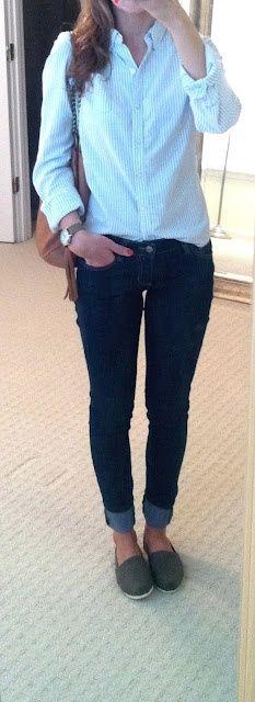 Light blue shirt, skinny jeans, belt and espadrilles