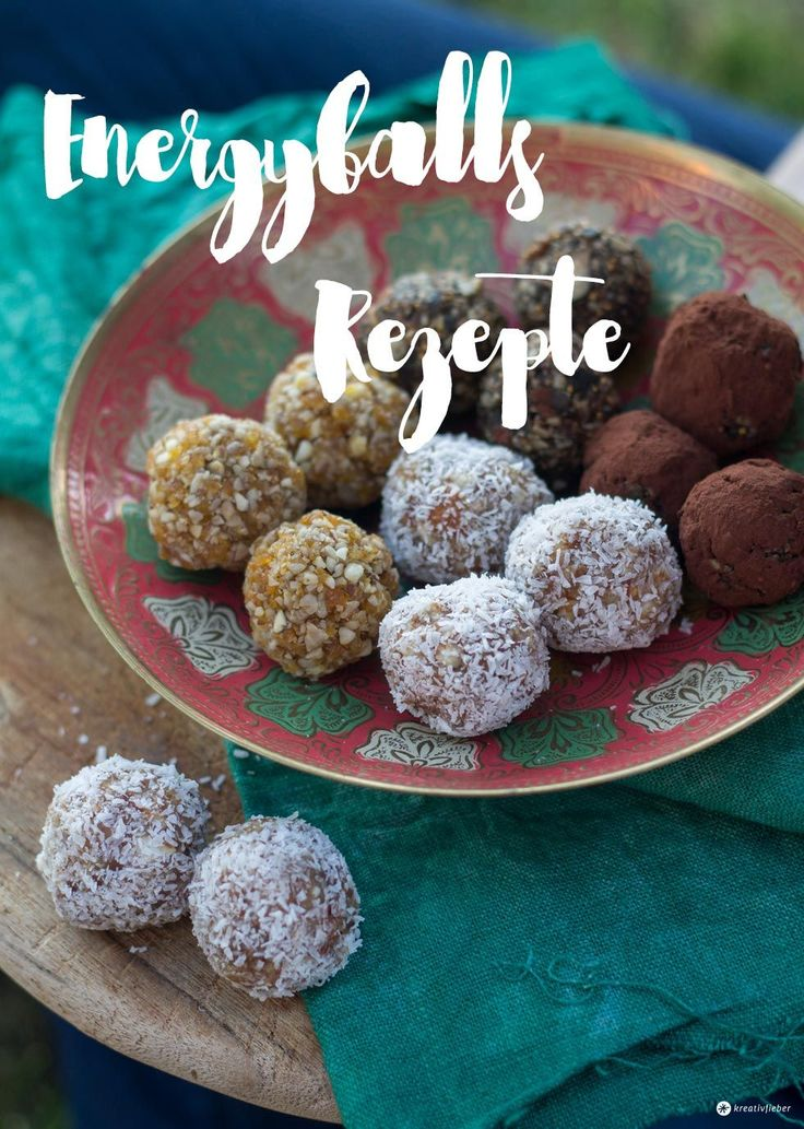 Wir zeigen euch drei Varianten für Energyballs - so könnt ihr sie ganz einfach selbermachen: Kokos Limette, Feige Kakao und Aprikose Mandel