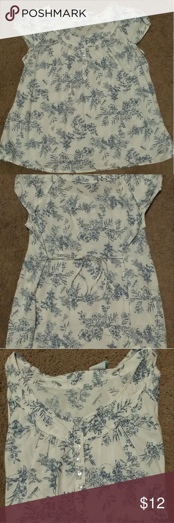 Women's Maternity Top Pretty floral maternity top, size medium with ties on the back. Nice and light for the warmer months. announcements Tops