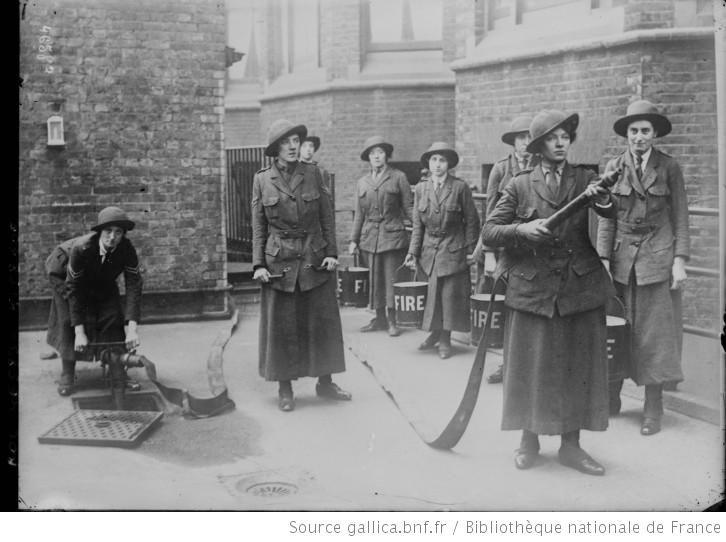 Les femmes [pompiers] en Angleterre : [photographie de presse] / [Agence Rol] - 1