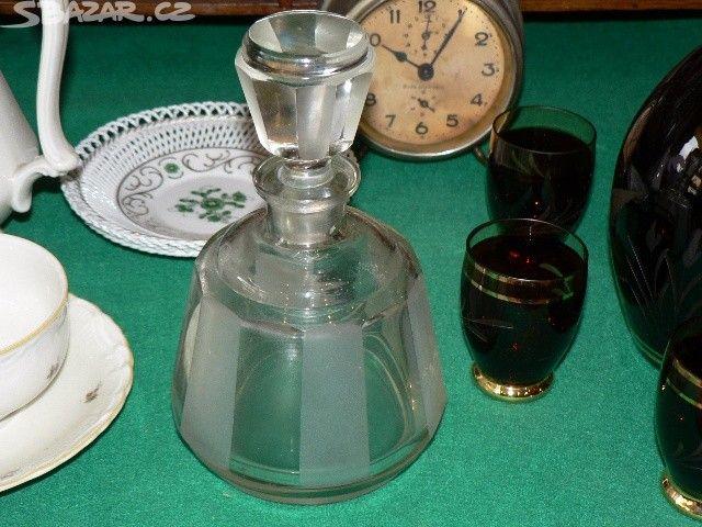 Starožitná skleněná karafa - obrázek číslo 1