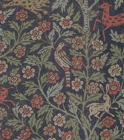 SandberginGötheborg-malliston Eva on intialaista piirros- ja designkieltä omaava tapetti, jota käyttää myös englantilainen designer William Morris monissa rakastetuissa kuoseissaan. Sandbergin Leonard-tapetin symbolinen leopardi on liittynyt nyt intialaisen puun alle peuran, linnun ja jäniksen seuraan. Elämänpuun juuret viittaavat perimäämme ja sen oksat symboloivat hedelmällisyyttä ja elämän uusiutumista. Saatavilla kaksi näyttävää sävyä: beige ja tummansinipohjainen. Rullan pituus 10,05 m…