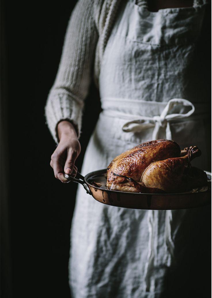 Een heerlijke hele gebraden kip met vanille. Natuurlijk gebruik je een scharrel of nog beter een biologische kip voor dit recept. Weblog Marion Pannekoek