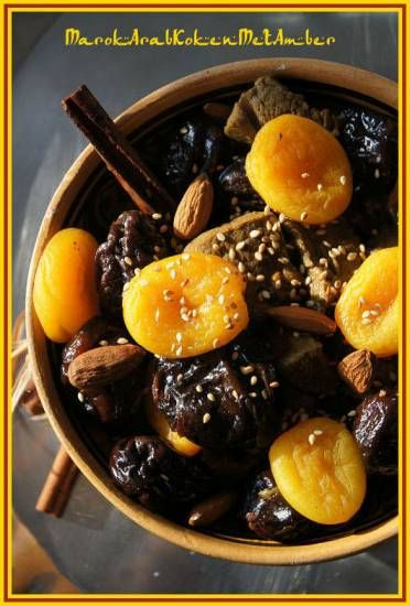 Rundvlees tajine met pruimen en abrikozen, super lekker! - Beef tagine with plums and apricots, super flavorful