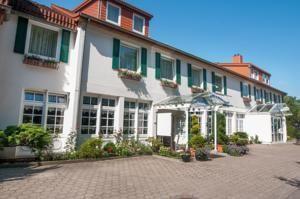 Dieses traditionelle Hotel begrüßt Sie in nur 200 m Entfernung vom Hafen des Stadtteils Burg auf Fehmarn.