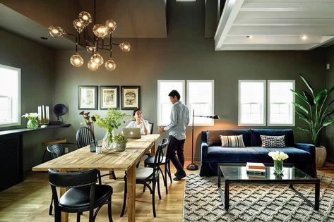 2階には吹き抜けのリビングダイニングが広がります。グレーに塗装された壁と白枠の窓がアメリカらしいデザインです大きなダイニングテーブルは、仕事したり、ご飯たべたり、植物を生けたりと、家族それぞれの用途に大活躍 . 家具も全てアメリカから輸入してます。気になるアイテムがある方は是非お気軽にお問い合わせくださいませ✨ . #オーセンティックコレクション #インテリア #インテリアコーディネート #インテリアデザイン #インテリアショップ #海外のような家 #輸入家具 #家具 #モダンアンティーク #ニューヨークスタイル #ライフスタイル #家 #マイホーム #リビングダイニング #ダイニングテーブル #authenticcollection #interior #interiordecor #interiordesign #importfurniture #modernantique #newyorkstyle #lifestyle #instahome #house #home #interiorshop #livingroom #dinningroom #...