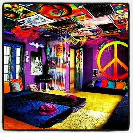 Hippy room black light hippie room pinterest hippy room for Room decorating ideas hippie