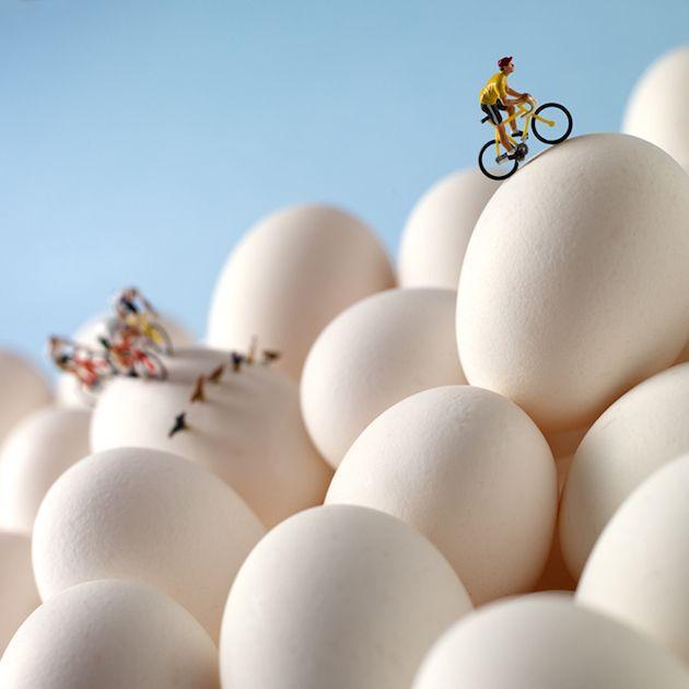 Cyclistes et Poules sur Oeufs. Food Art, création de Pierre Javelle et Akiko Ida.