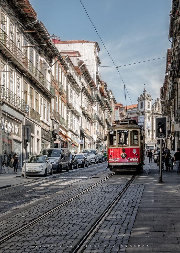 Elétrico 22 - Rua de 31 de Janeiro e o elétrico 22. Rua típica de Porto. Muito sobe e desce! Muitas ladeiras grandes,pequenas, íngremes, longas, curtas etc.