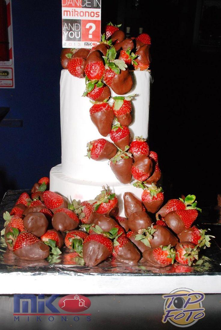 Torta de frutillas finger good / finger food strawberries cake  Tortas cakes by Dulcinea de la fuente www.facebook.com/dulcinea.delafuente  #fiesta #festejo #cumpleaños #mesadulce#fuentedechocolate #agasajo# #candybar  #tamatización #souvenir  #regalos personalizados #catering finger food