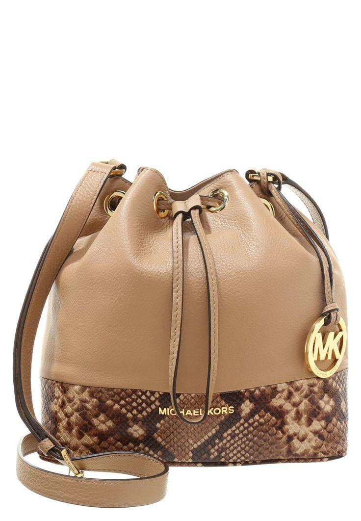 Eine kleine Beuteltasche mit dezenten Reptilleder-Details. MICHAEL Michael Kors JULES - Handtasche - khaki für 274,95 € (26.11.15) versandkostenfrei bei Zalando bestellen.