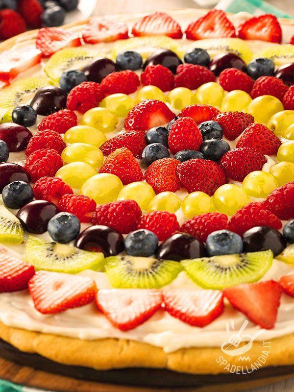 Tart fruit - Un arcobaleno di colori su una base di frolla: ecco la Crostata mille frutti, un classico molto versatile, che piace sempre a tutti. #crostataallafrutta