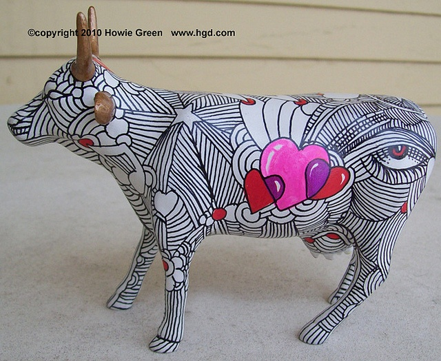 """Cow Parade custom figure """"Hearts Lines"""" by Howie Green, via Flickr"""