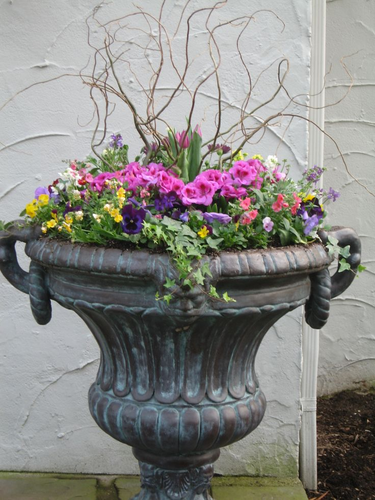 9 best ideas about spring outdoor pots on pinterest for Outdoor planter ideas