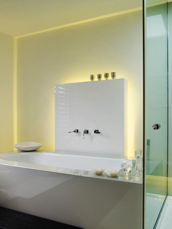 modernes Lichtrohrsystem im Badezimmer ohne Fenster