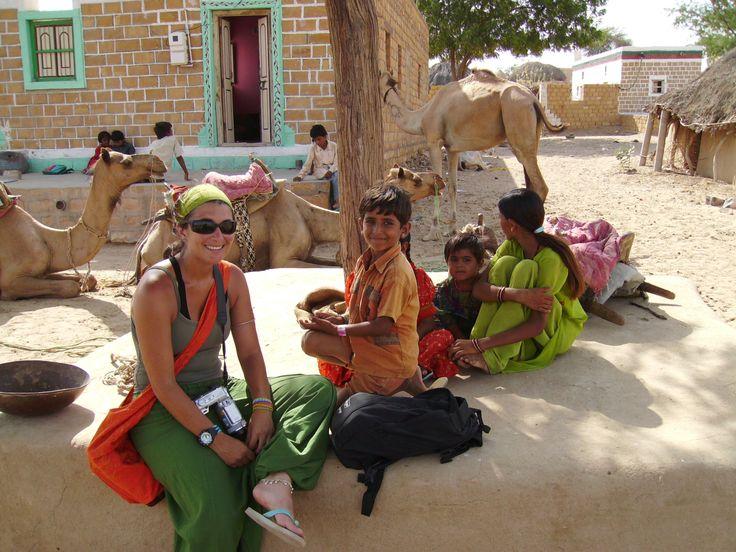 Em Agra, sentada numa pensão durante o pequeno-almoço, antes de enfrentar as multidões do Taj Mahal, na Índia. Embora desde pequena me chamassem maria-rapaz, ser mulher é algo que sempre me deixou muito satisfeita. Acho que desde que comecei a caminhar que exploro os recantos mais recônditos, primeiro da minha casa, depois do meu bairro, …