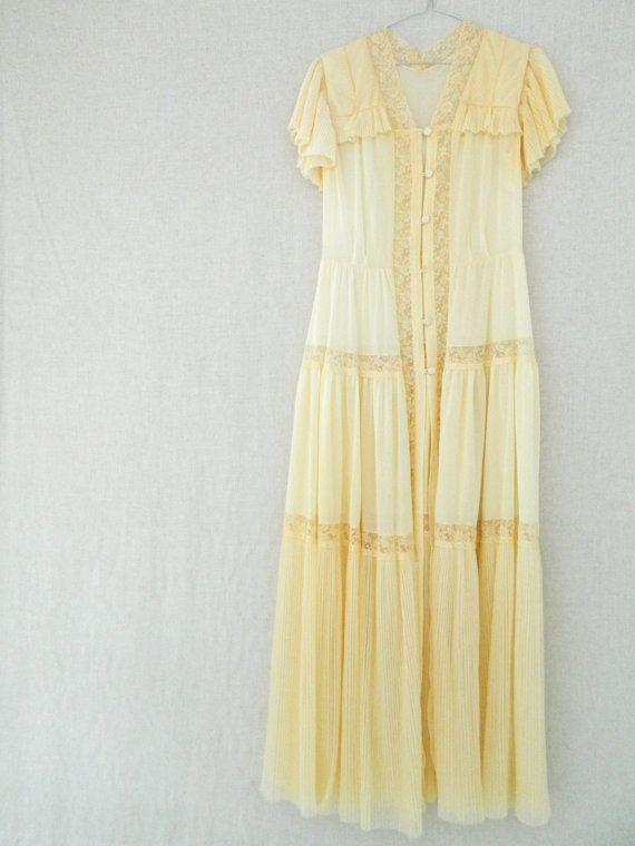 Samantha STEPHENS . vintage women's long maxi nightdress nightgown brunch-coat . light cream nude . etsyau wandarrah oz au Australia