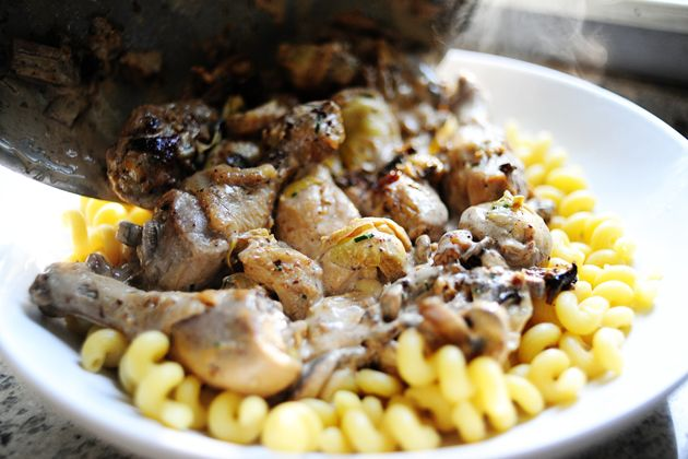 Chicken with Mushrooms and Artichokes - I absolutely LOVE this combo ...