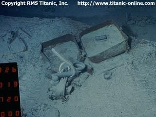 Titanic's wreack: The telephone (once on the crow's nest where Fleet and Lee were in the night of the disaster) situ on the sea bed, prior to recovery (Now is in the museum)