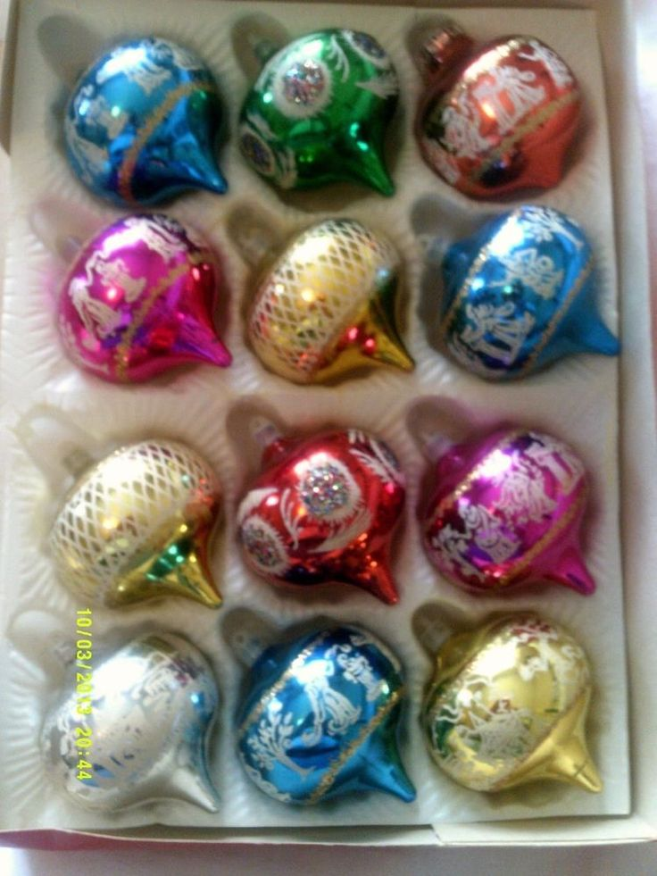Original Vintage 1970s Christmas Tree Baubles ~ Full set in Original box!