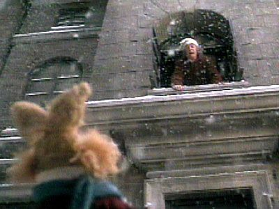 Julfilmkväll del 2:  The muppet christmas carol  En av de bästa tolkningarna av Dickens' Christmas carol. Mycket bra skådespeleri av alla muppar. Bilden ovan är min favoritscen i denna urberättelse. Varje gång jag öppnar ett fönster vill jag utropa:  What day is it today?  Och så ska ett fattigt barn svara: Why, it's christmas day, sir!
