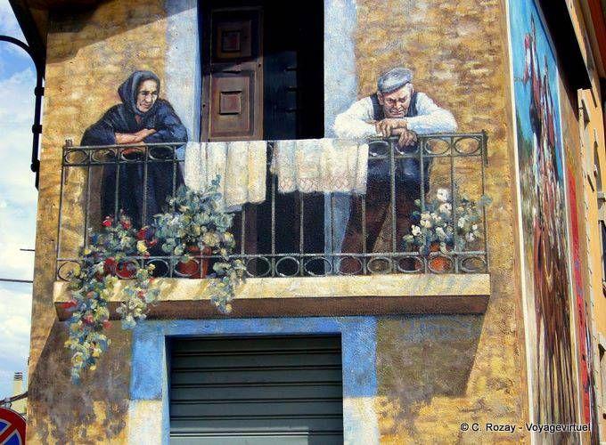 La vecchia coppia sul balcone, Fonni murale - Sardegna