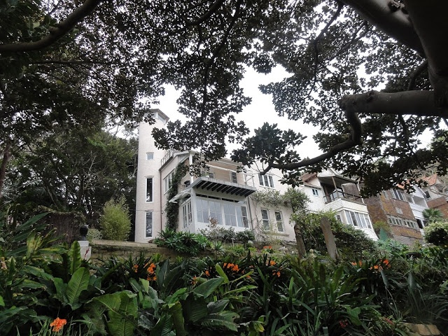 wendy whiteley's house - entrance to garden